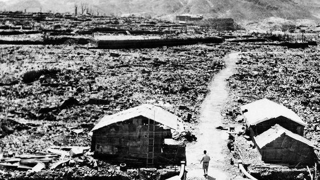 Foto mostra destruição causada pelo bombardeio atômico em Nagasaki no Japão