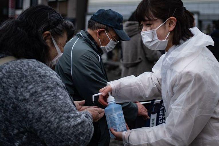 O Japão apresentou nas últimas semanas uma queda acentuada na quantidade de pessoas internadas no sistema de saúde. dessa forma, aliviando a pressão dos hospitais e dos profissionais de saúde
