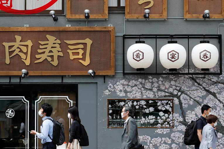 o Japão registrou os menores indicadores de contaminação das últimas semanas, no entanto, a testagem é baixa considerando a população de 126 milhões do país