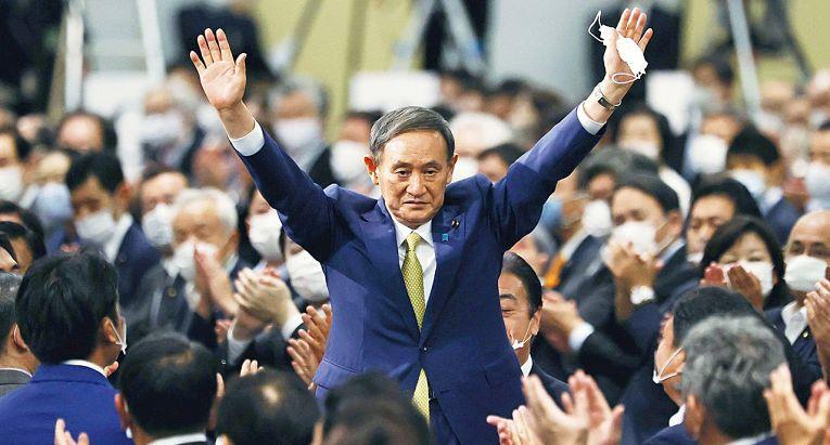 Apesar da queda na popularidade, a maioria dos japoneses desejam que Suga vá até o fim do mandato de sua gestão em setembro de 2021