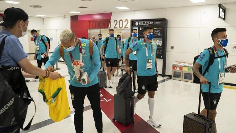 O presidente do Comitê Olímpico Internacional prometeu imunizar 85% dos atletas e outros profissionais envolvidos na realização do evento