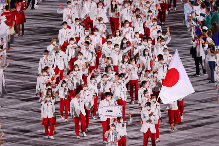 Delegação japonesa desfila no Estádio Nacional durante cerimônia de abertura. Foto por Mike Blake/Reuters