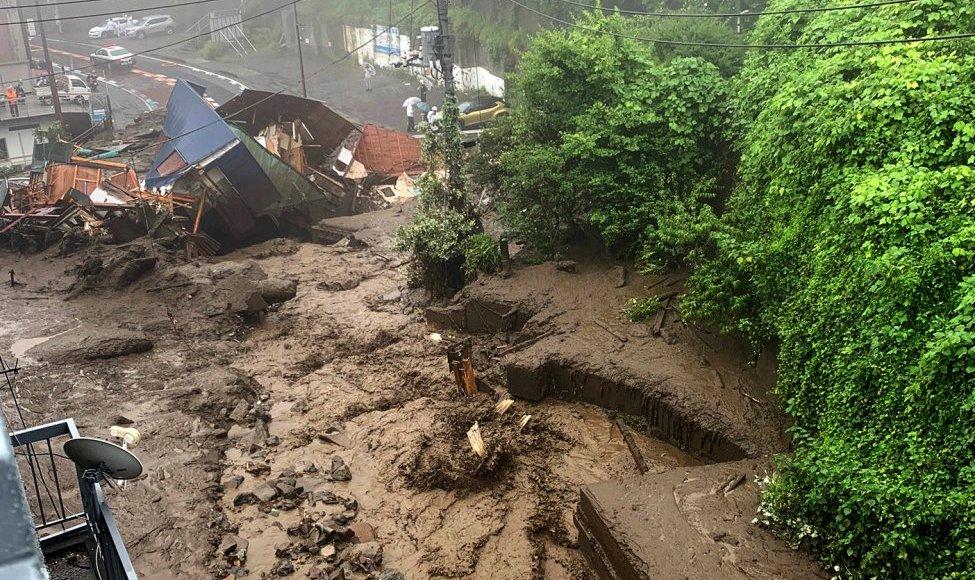 Deslizamento Shizuoka das chuvas torrenciais de julho