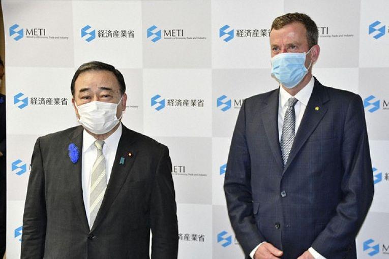 Os ministros Hiroshi Kajiyama e Dan Tehan após reunião em Tokyo. Essa foi a terceira reunião bilateral para ampliar as parcerias comerciais
