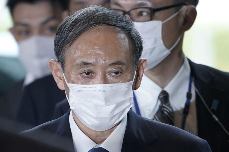 Primeiro-ministro Yoshihide Suga enfrenta queda acentuada da popularidade de seu governo que é visto pela sociedade como ineficaz na resposta à pandemia de SARS-CoV-2
