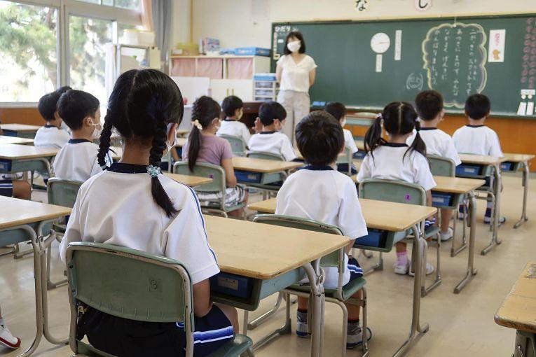 Estima-se que 6% dos alunos do segundo ano do ensino médio no Japão são jovens cuidadores