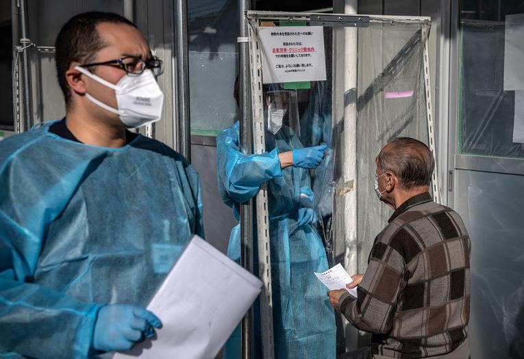 Foram confirmadas mais 24 infecções por SARS-CoV-2 incluindo 3 atletas. Até a publicação deste boletim somaram-se 193 contaminados nos Jogos Olímpicos de Tokyo. Foto por Carl Court/Getty Images