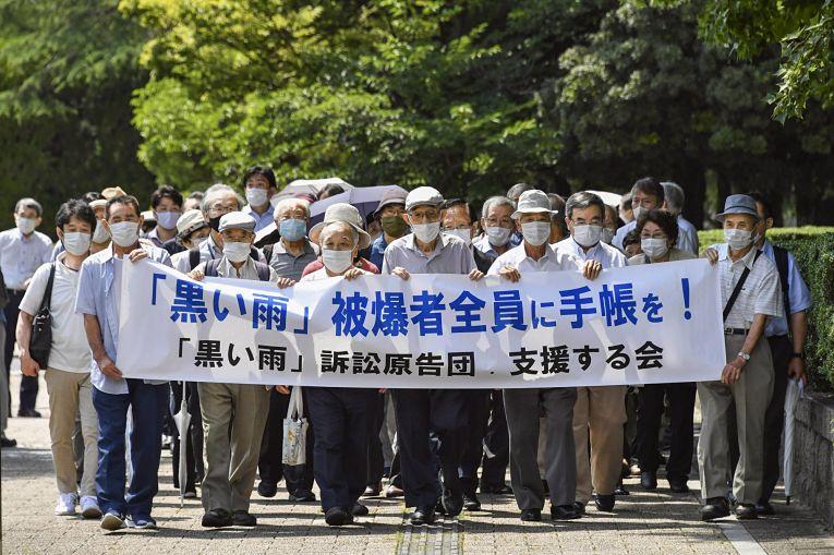 84 hibakusha entraram com pedido de auxílio médico na prefeitura e município de Hiroshima em 2015 e 2018