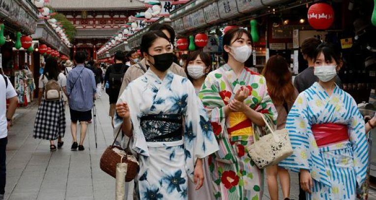 O Japão vacinou metade de sua população com a primeira dose da vacina Pfizer-BioNTech, no entanto, o aumento de casos a a alta de internações no sistema de saúde geram apreensão de especialistas e profissionais de saúde