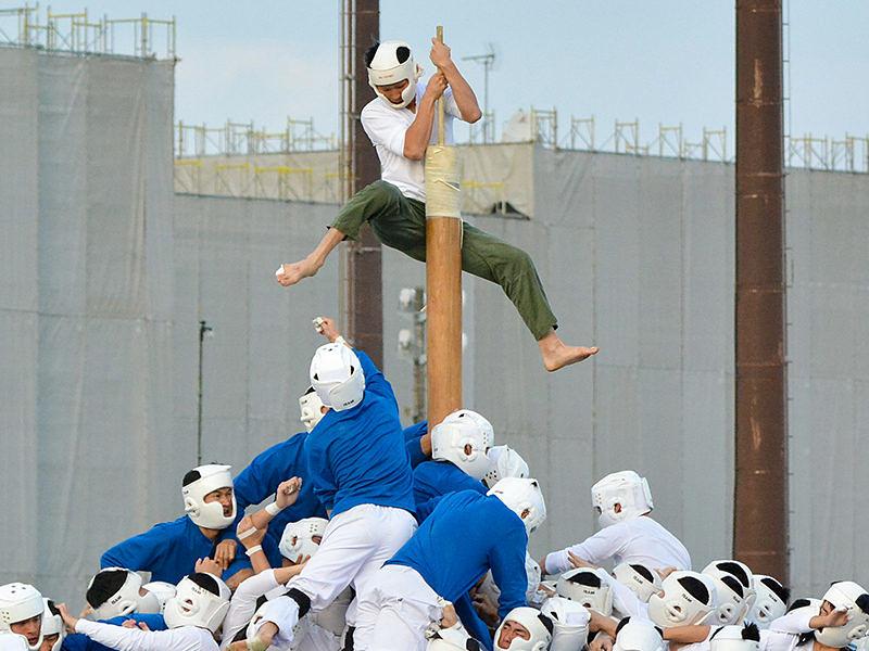 Saru defende sua posição no mastro