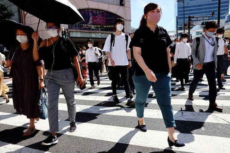 Nesta quinta-feira (19), 19.111 pessoas com sintomas de moderados a graves foram hospitalizados. Em Tokyo, 274 pessoas foram internadas em estado grave da doença, no dia anterior, quarta-feira (18), 275 pessoas internadas apresentando sintomas graves