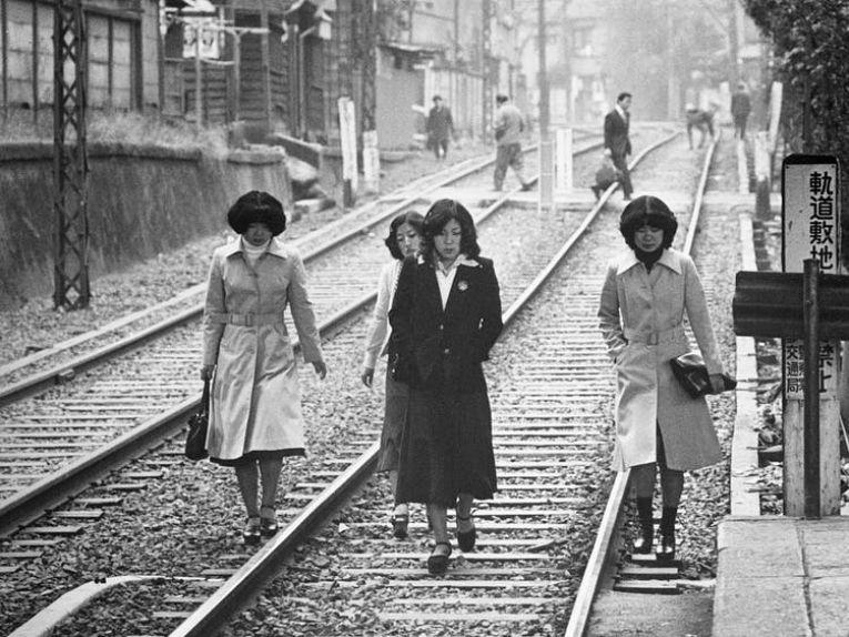Com a reconstrução do Japão e o crescimento econômico, a qualidade de vida da população começou a melhorar entre a metade dos anos 60, início dos anos 70