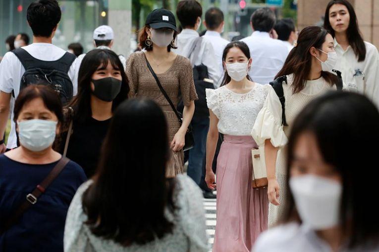 Governo central considera estender o estado de emergência nas prefeituras que estavam programadas para sair das restrições no dia 12 de setembro. Foto por Koji Sasahara)/AP