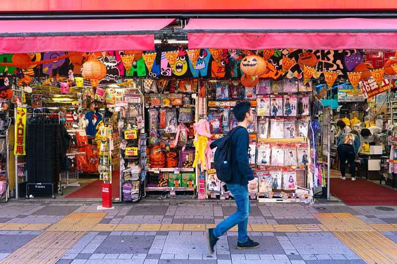 Fachada de loja de fantasias no Japão