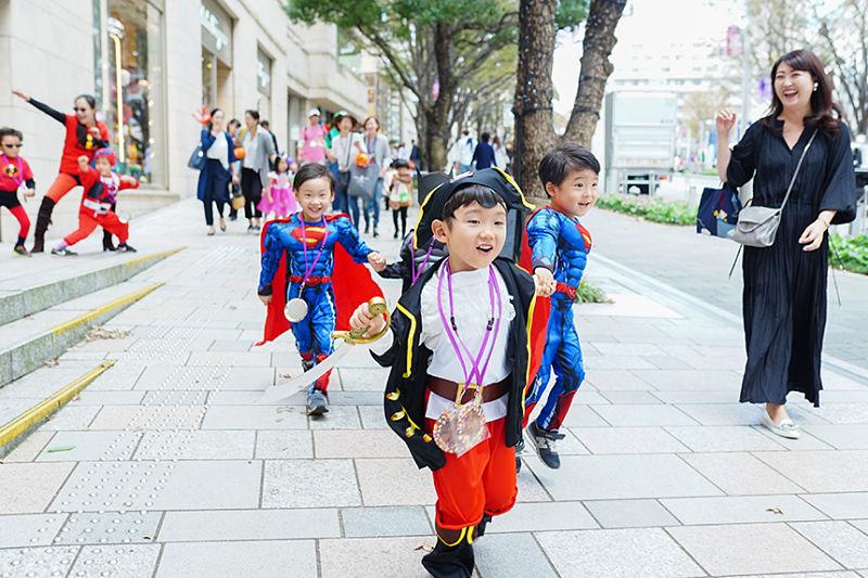 Crianças fantasiadas no Japão