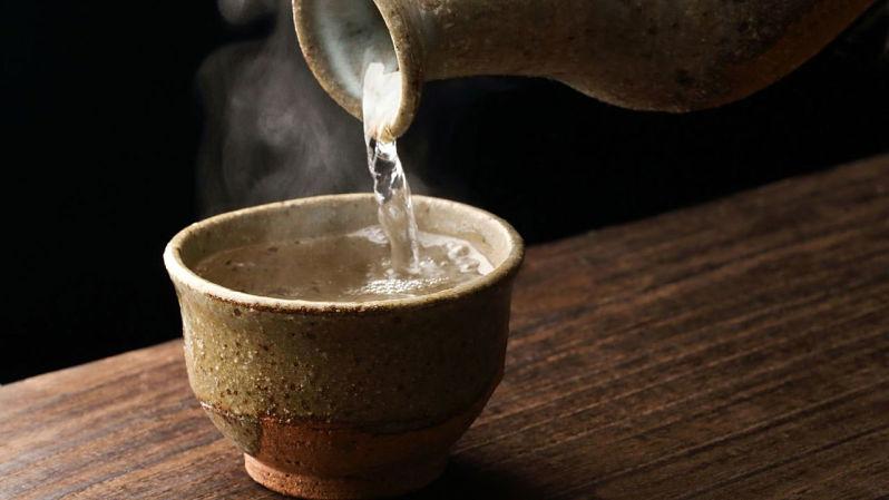 shochu misturado com água quente